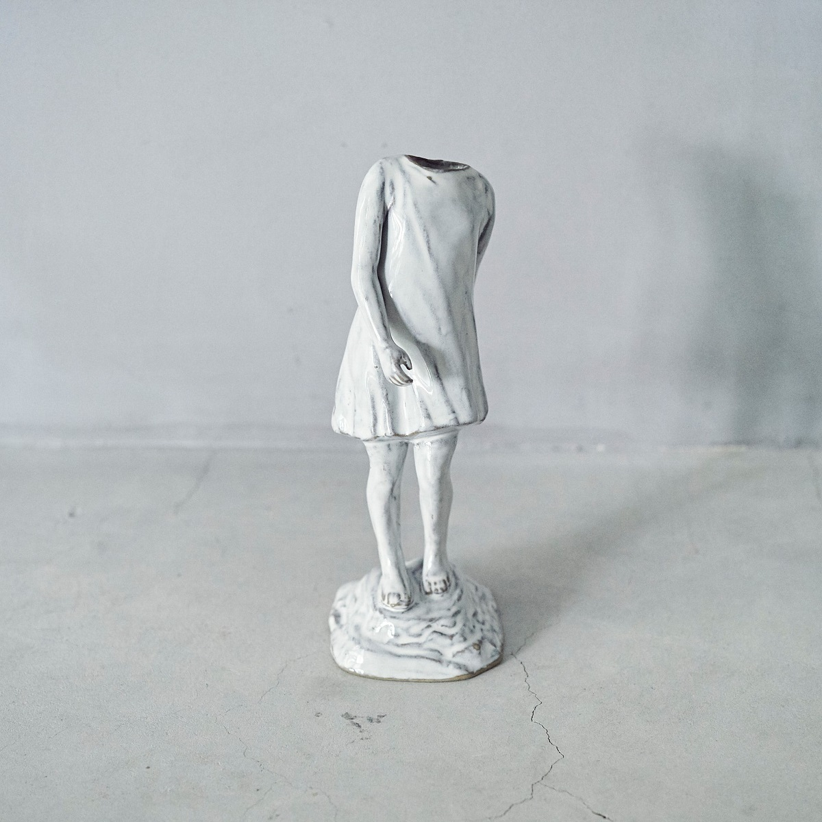 Yarnnakarn 一輪挿し 「Still Life Girl Vase」