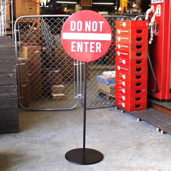 アメリカン スタンドサイン「DO NOT ENTER」(立ち入り禁止・進入禁止) 警告看板、スタンド式看板、立て看板、案内標識 アメリカンサイン ビンテージ ガレージ アメリカ雑貨 アメリカ看板 西海岸風 インテリア アメリカン雑貨