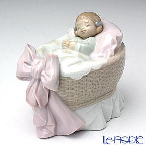 リヤドロ スイートベイビー(女の子) 06977【楽ギフ_包装選択】 リアドロ 記念品 ギフト 母・赤ちゃん・家族 置物 オブジェ フィギュリン インテリア