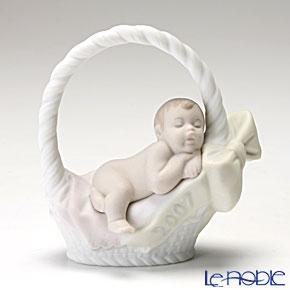 リヤドロ Born in 2007(Girl) 18269【楽ギフ_包装選択】 リアドロ 記念品 ギフト 母・赤ちゃん・家族 フィギュリン 置物 オブジェ インテリア