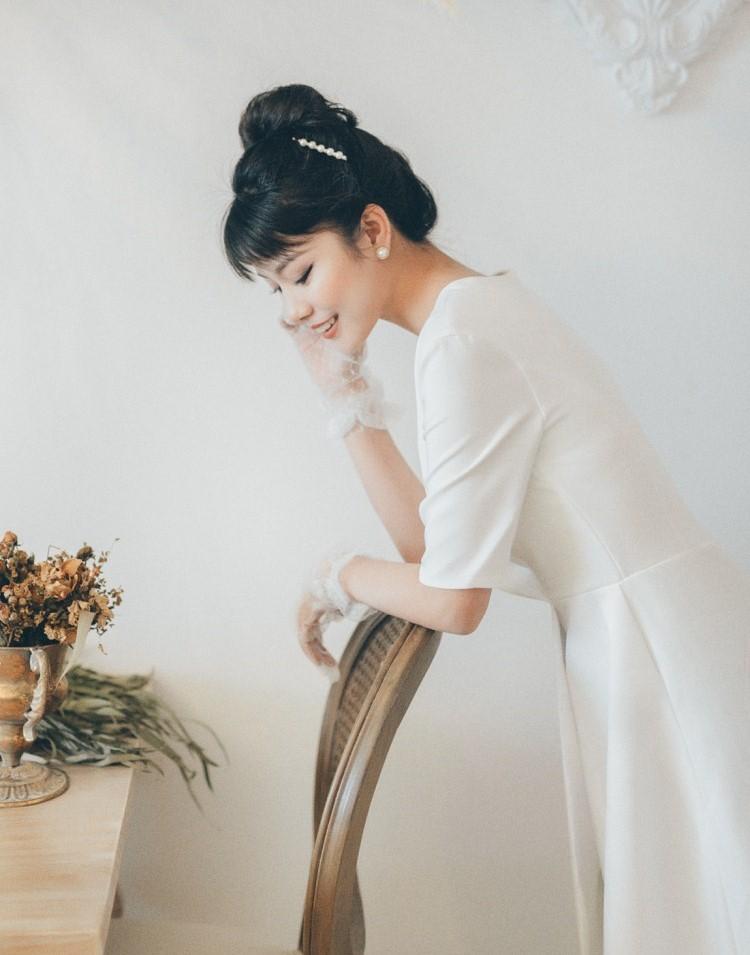 ウエディングドレス 大きいサイズ 小さいサイズ ミモレ丈 スレンダーライン エンパイアライン 二次会 花嫁 五分袖 袖あり Vネック ハイウエスト シンプル 結婚式29IHEeYWD