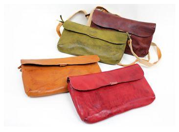 【長財布】旅行に大活躍の予感!ショルダーストラップ付き革財布(牛革)