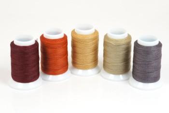 ビニモミシン糸にロウをたっぷりと付けた手縫い用糸です ビニモ5番 ダブル ロウ付糸 全25色 レザークラフト工具 糸 手縫い ハンドメイド クラフト 革 手芸 大好評です 超人気