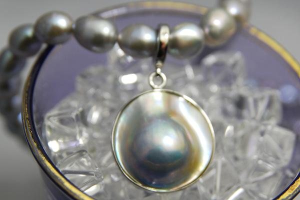 ブルーマベ真珠 グレー バロック 淡水真珠 ペンダントネックレス 涼しげなコラボレーション!特大マベ真珠 KA60KA28
