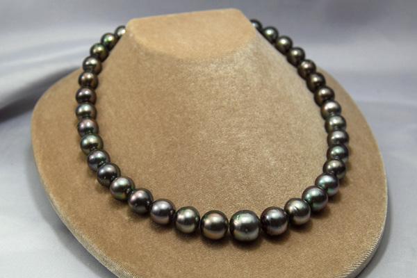 13ミリ大珠の気品と存在感! シックなブラックできりっと引き締める大珠ネックレス! 13mm黒蝶真珠ネックレス