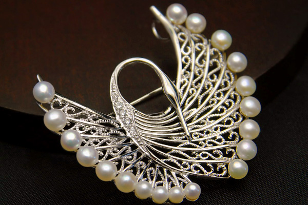 Spread the delicate wings like Freshwater Pearl crane brooch pendant lace filigree appearance is elegant