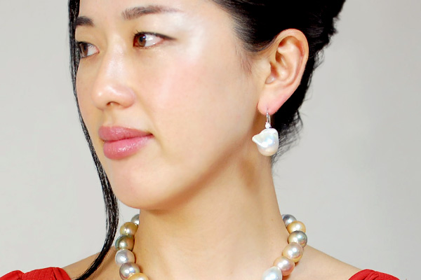 Ornate floats on premium oversized Baroque freshwater pearls diamond K9 piercing Ribeye of Pearl or メタリックレインボー! Give others the difference is