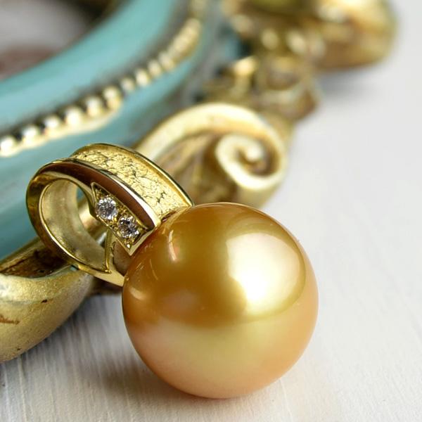 14.5mmゴールド白蝶真珠&ダイヤモンドK18YGペンダントトップ 濃密なナチュラル茶金の特大サイズ!