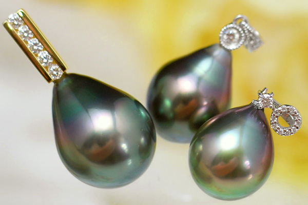 ピーコック黒蝶真珠&ダイヤモンドペンダントトップ 鮮やかな色彩浮かぶ美しき特級黒蝶真珠