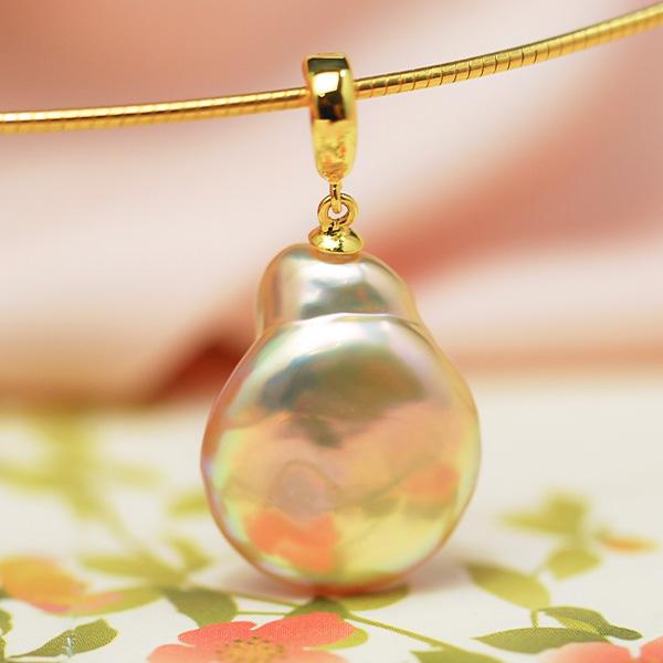 在庫一掃SALE 9 15朝まで 低価格 12mm 淡水真珠 お得クーポン発行中 虹色がてらてら浮かぶメタリックなてりが個性的な輝き ペンダントトップ コインパール クリッカー金具で使いやすい
