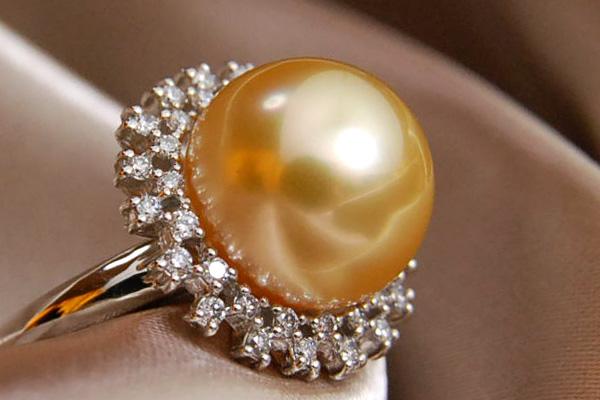 秀逸なゴールド白蝶真珠をダイヤモンドで囲んだ至高のプラチナリング Pt900ダイヤモンド&12mm白蝶真珠リング 金真珠