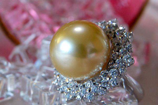 最上級真珠BIMAGRANDE登場! 濃厚な照り巻きがプロも絶賛するインドネシア・ビマパールの最上級品、入札会最大サイズ!破格の超大珠17mmシャンパンゴールド白蝶真珠ダイヤモンドK18WGリング 金真珠 CON