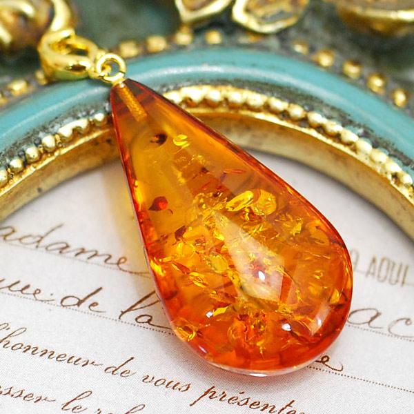 琥珀 割引 ペンダントトップ 高級品 黄金の花びらのようなグリッターきらめく大粒アンバー クリッカー