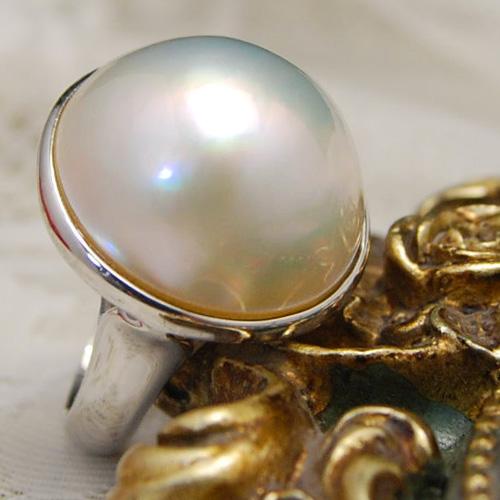 19/20mmホワイトマベ真珠リング ボリューム満点 主役級の特大パール! ゴージャスかつノーブルなジュエリーです