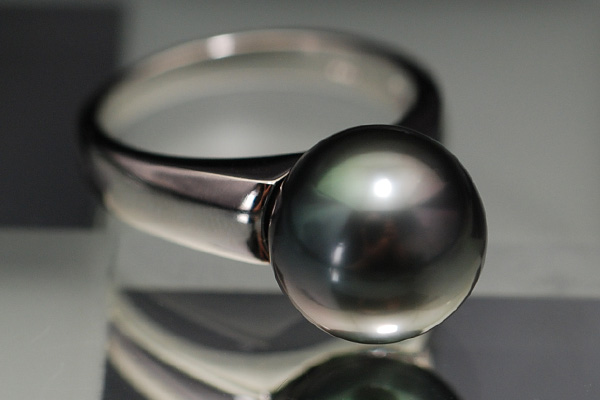 【グレードアップ版】11mm 黒蝶真珠 リング ひとつは持っていたいブラックパール シンプルなデザインで 冠婚葬祭 に対応 QUFN【メール便不可】