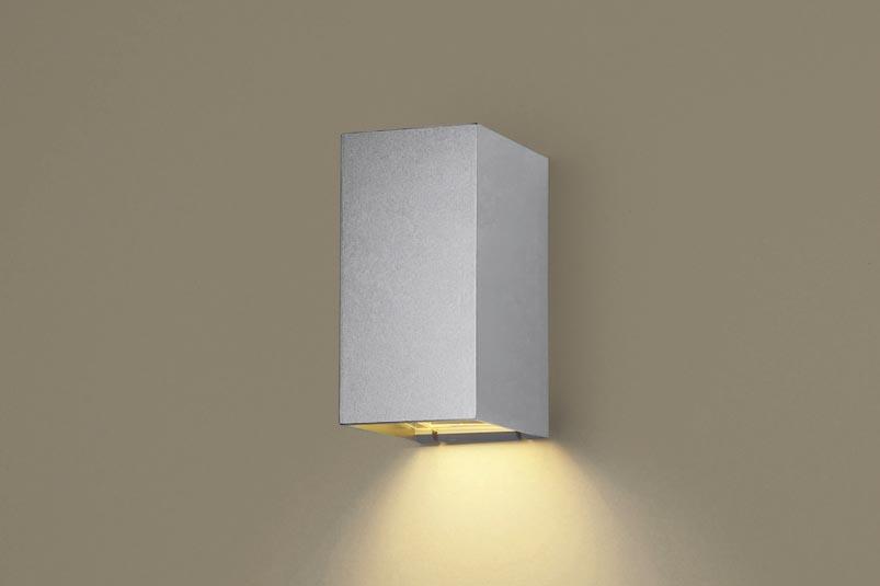 【エントリーでポイント+5倍!】[N]パナソニック壁直付型 LED(電球色) ポーチライト 防雨型・FreePaお出迎え・明るさセンサ付・点灯省エネ型 白熱電球40形1灯器具相当 ランプ付き