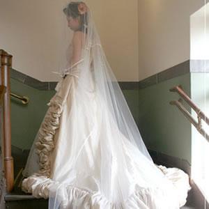 ウェディングベール ロングベール サテンパイピング 250cm   ロング ベール ウェディング ウエディング ブライダル 結婚式 花嫁 ホワイト オフホワイト シンプル ウェディングドレス ヴェール パイピング 250
