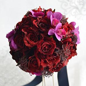 ウェディングブーケ 造花 ブーケ ベルベッドローズと胡蝶蘭のラウンドブーケ ブートニア 付き   ウエディングブーケ ブライダルブーケ ウェディング ウエディング ブライダル ラウンド こちょうらん バラ 結婚式 赤 深紅 おしゃれ 海外挙式 リゾート婚 花嫁 前撮り 上品