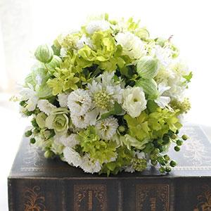 ウェディングブーケ 造花 ブーケ グリーンベルとホワイト&グリーン小花のラウンドブーケ ブートニア 付き | ウエディングブーケ ブライダルブーケ ウェディング ウエディング ブライダル ラウンド 白 ホワイト グリーン 緑 結婚式 おしゃれ 海外挙式 小花 ナチュラル 花嫁