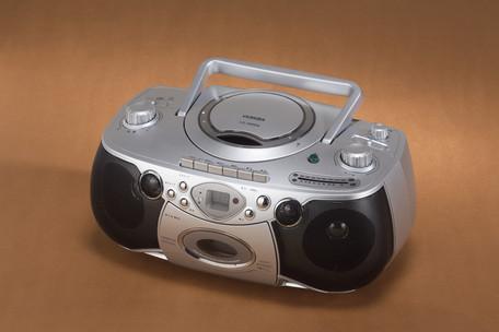 *【送料無料(一部地域除く)!!】VERSOS[ベルソス] マイク2本付きカラオケDVDラジカセ ※代引不可商品(プレイヤー・ラジカセ・DVD・DVDビデオ・CD・CD-R/CD-RW・ラジオAM/FM・カセット再生/録音・SDカード・USBメモリ再生/録音)