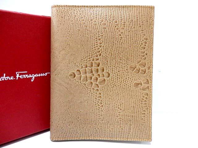 新品同様 フェラガモ 型押しレザー パスポートケース ベージュ 0502【中古】Ferragamo