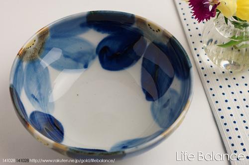 贈呈 初回限定 手で感じて心で感じる焼き物の温かさ手描きの繊細さと大胆さと釉薬との調和 波佐見焼 敏彩窯 藍花 4.5寸小鉢