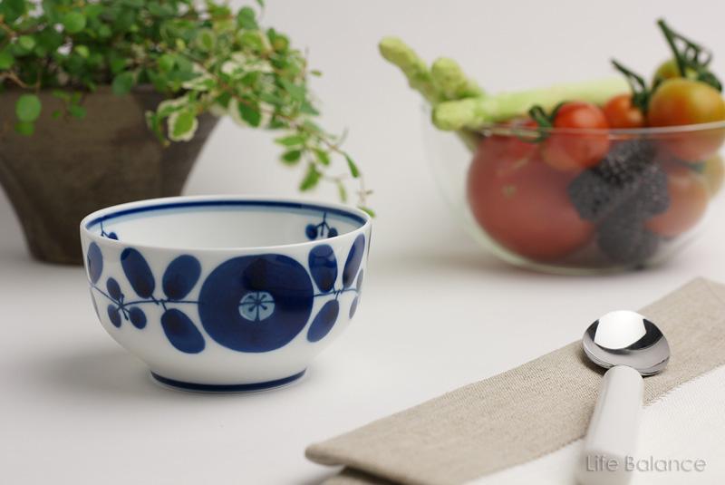 温か味のある手描きはクラフト感があふれ 永くご愛用いただけるテーブルウエア 波佐見焼 モデル着用&注目アイテム デザートカップ ブルームリース 直営ストア 白山陶器