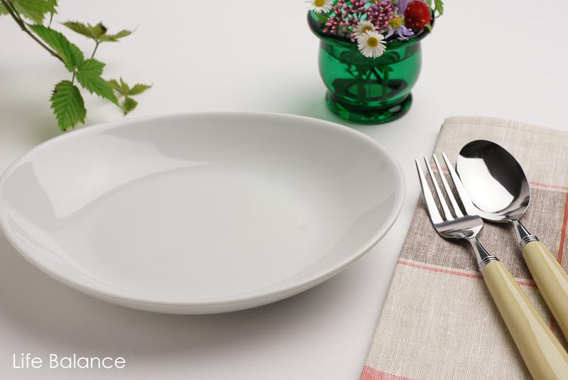 イタリアのトラッテリアで見かけるシンプルなテーブルウェア 数量は多 Saturnia サタルニア 新品未使用 ポルセリン 21cm 8003342017202 チボリ ゴンドラプレート