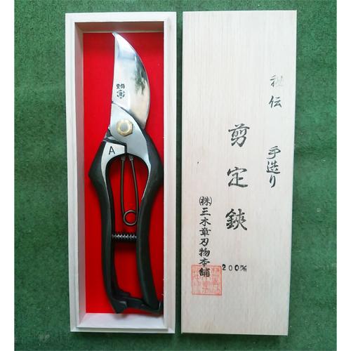 三木章 最高級桐箱入り剪定鋏(手打鍛造品) K-850 クッション付 200mm /園芸鋏