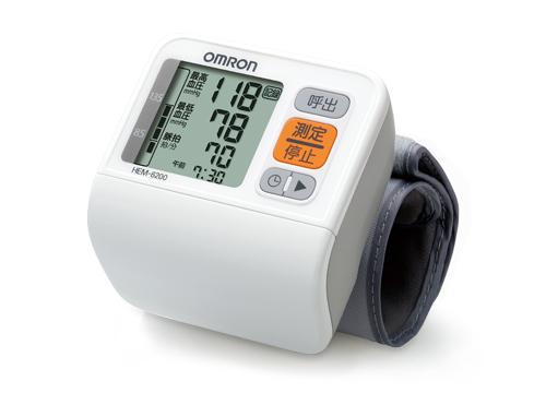 送料無料 オムロン デジタル自動血圧計 HEM-6200 (手首式) 自動血圧計 自動 血圧計 血圧値レベル表示 60回メモリ ぴったりフィットするカフ JANコード 4975479605444
