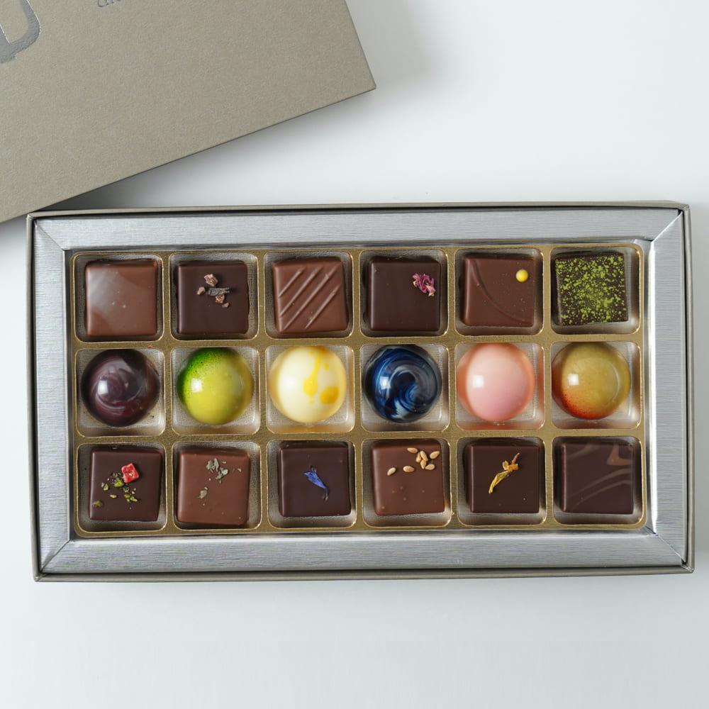 全国フォンダンショコラ 当店は最高な サービスを提供します ランキング1位 実力派ショコラティエが作るショコラ 素材を掛け合わせて生み出す香り 味わいの変化を愉しめる特製のショコラの全種セットです マリアージュショコラ18個入り プレスキル ショコラトリーチョコレート チョコ ボンボンショコラ ショコラ ご褒美 お取り寄せ おしゃれ おすすめ 就職祝い 昇進祝い 結婚祝い 人気 プレゼント 有名店 上品 ギフト 内祝い 誕生日 手土産 クリスマス 敬老の日 日本最大級の品揃え