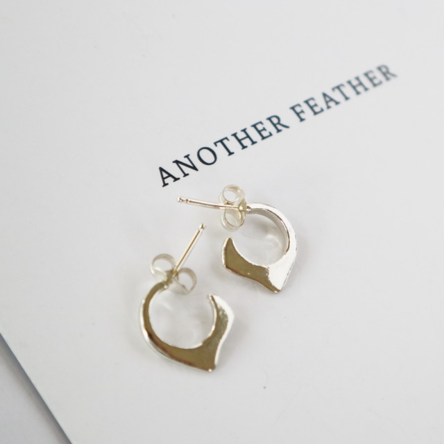 【ANOTHER FEATHER アナザーフェザー】シンプルミニマムジュエリー SMALL FIN HOOPS フープ ピアス シルバー