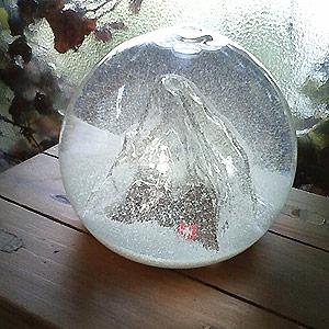 Glass snow globe 10P01Sep13