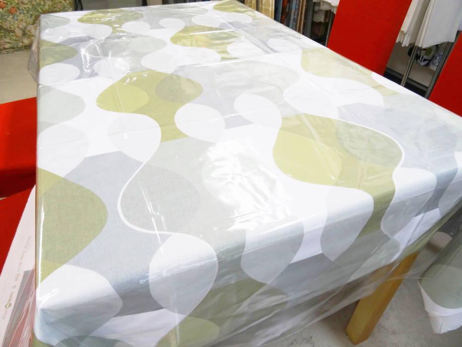 人気の北欧生地テーブルクロス130センチ角 マラガ ライトグリーンboras(撥水の透明ビニールクロスがセットになってお手軽)
