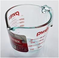 電子レンジ・オーブンOKの耐熱ガラス製計量カップ。 パイレックス/pyrex 取っ手付きメジャーカップ 250ml CP-8631