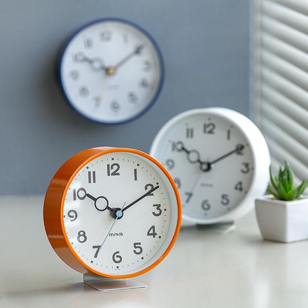 置いても掛けても使える両用時計 掛け時計 置き時計 送料無料激安祭 フックプット 時計 とけい インテリア アナログ カラフル 掛け 置き 連続秒針 コンパクト 電池式 両用 リビング ダイニング 寝室 居間 丸型 小型 アウトレット