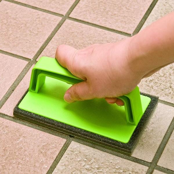 洗剤なしの水洗いだけで汚れが落ちるスポンジ ブラシ スポンジ 壁用 タイル 外壁・玄関ブラッシングスポンジ ( ブラシ スポンジ 壁用 タイル 掃除用具 掃除道具 ペットボトル )
