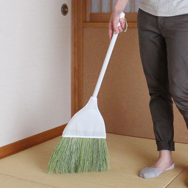 良質な天然の穂が床を傷つけず優しく掃き取る ほうき 床を優しく掃けるほうき 全長76cm ( ホウキ 箒 短柄 ユースフルシリーズ 室内そうじ 畳 たたみ 玄関掃除 床掃除 おしゃれ 白 )