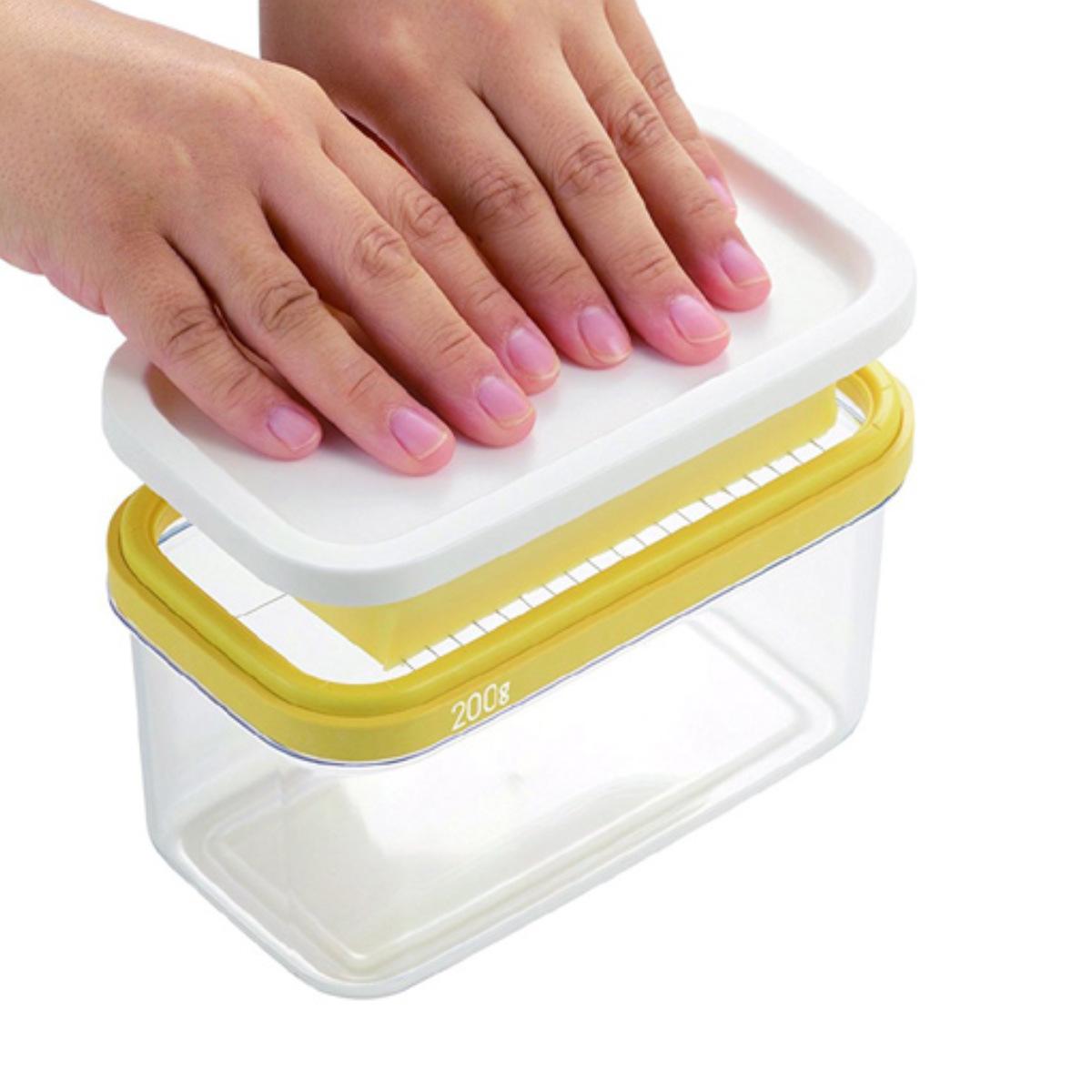 ギュッと一押しで バターを使いやすいうす切りに簡単カット トラスト バターカッター バターカッティングケース 日本製 バター入れ バターホルダー 保存容器 キッチンツール キッチン小物 便利グッズ 税込 バター薄切り 保存ケース バターカット 10g ケース フタ付 バター 容器 5g