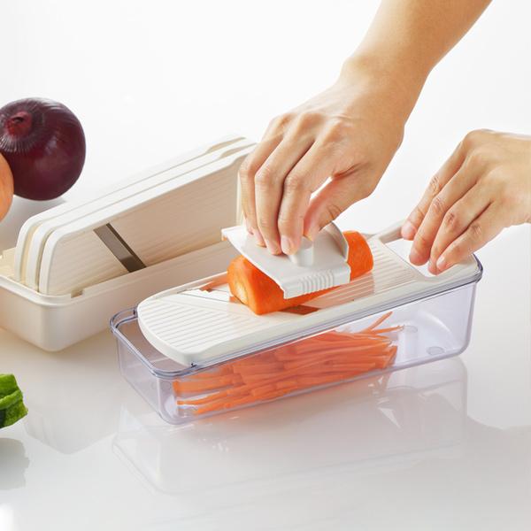 毎日の調理をスピーディーに効率良く スライサー セット 調理器 ニューキッチンベーシック 千切り おろし器 ( スライサーセット 野菜スライサー 野菜調理器セット ベジタブルスライサー おろし金 スライス つま切り 千切り器 キッチンツール ケース付き )