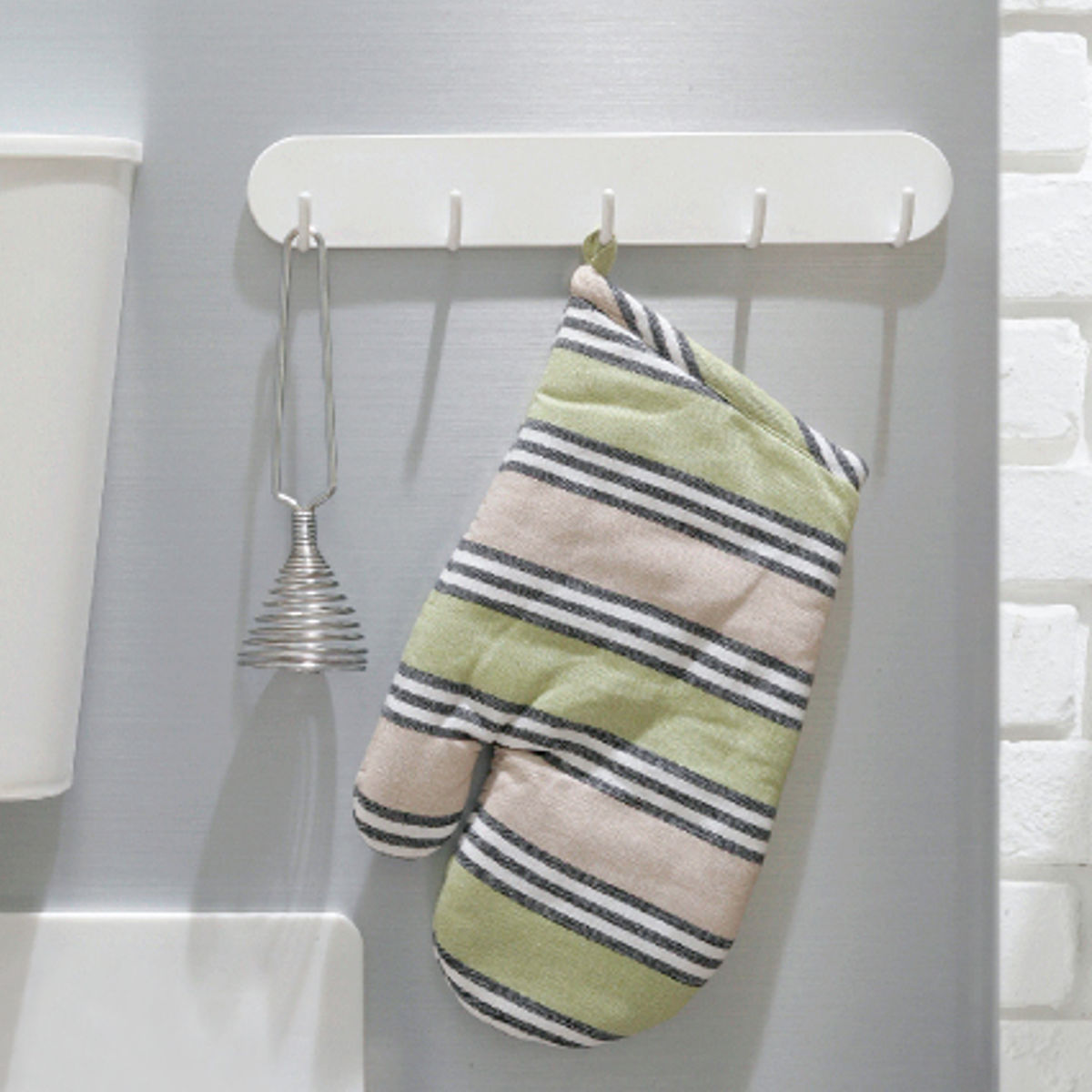 よく使うものほど見せる収納が便利なマグネット式5連フック ブランド品 [ギフト/プレゼント/ご褒美] キッチンフック 磁石 キッチンツール 収納 吊り下げ 小物掛け マグネットフック Mag-On 壁掛け 冷蔵庫横 小物収納 鍵フック マグネット5連フック キッチン収納 フック