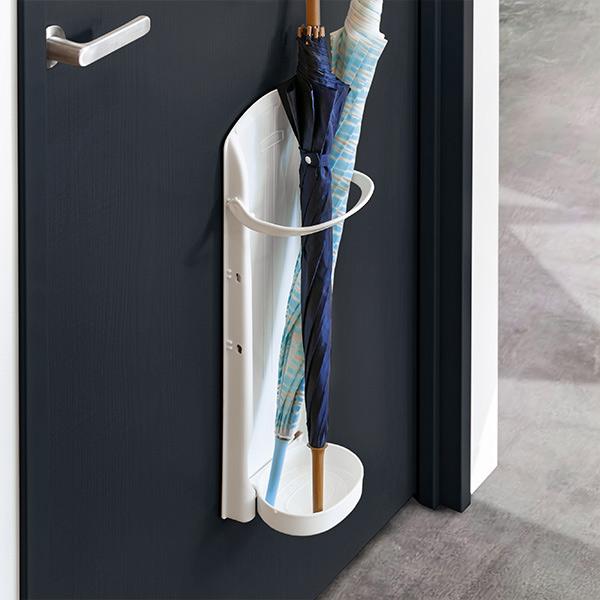 強力マグネットでドアに簡単に取り付けられるかさラック 傘立て かさラック マグネット 価格 交渉 送料無料 壁面 アンブレラスタンド ホワイト 予約販売品 玄関 収納 傘たて 折り畳み かさたて スリム マグネットタイプ おしゃれ コンパクト アンブレラホルダー ドア かさ立て