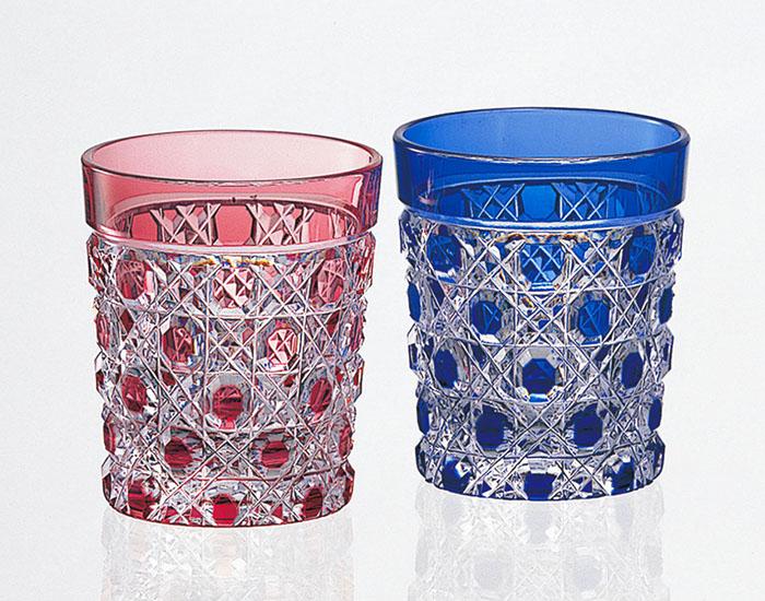 カガミクリスタル KAGAMI CRYSTAL #2590 ペア 江戸切子 冷酒杯 赤青 60cc <八角籠目 紋> 木箱入り