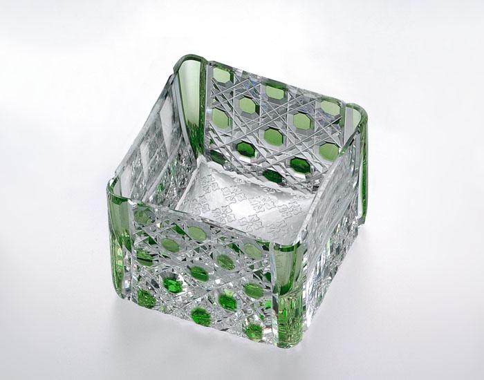 カガミクリスタル KAGAMI CRYSTAL T723-2615-CGR 江戸切子 升グラス 緑 70cc 木箱入り 〈八角籠目 紋〉 底面:市松花菱小紋