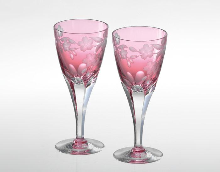 カガミクリスタル KAGAMI CRYSTAL KPS803-2678-CAU ペアワイングラス <桜> グラビール彫刻 140cc 木箱入り