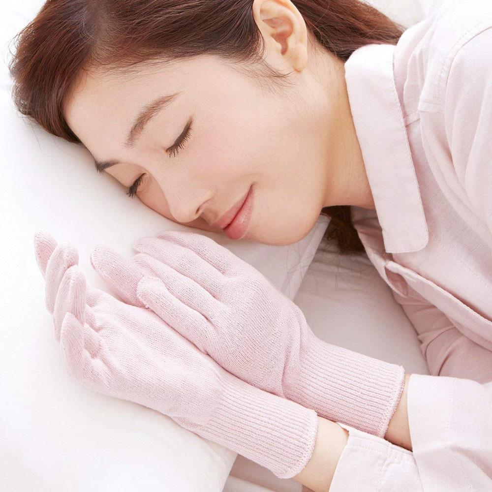 眠っている間の手肌に潤いキープ 人気上昇中 メール便送料無料 セルヴァン やさしいシルク混おやすみ手袋 肌面シルクでやさしく保湿 セール価格 1双組