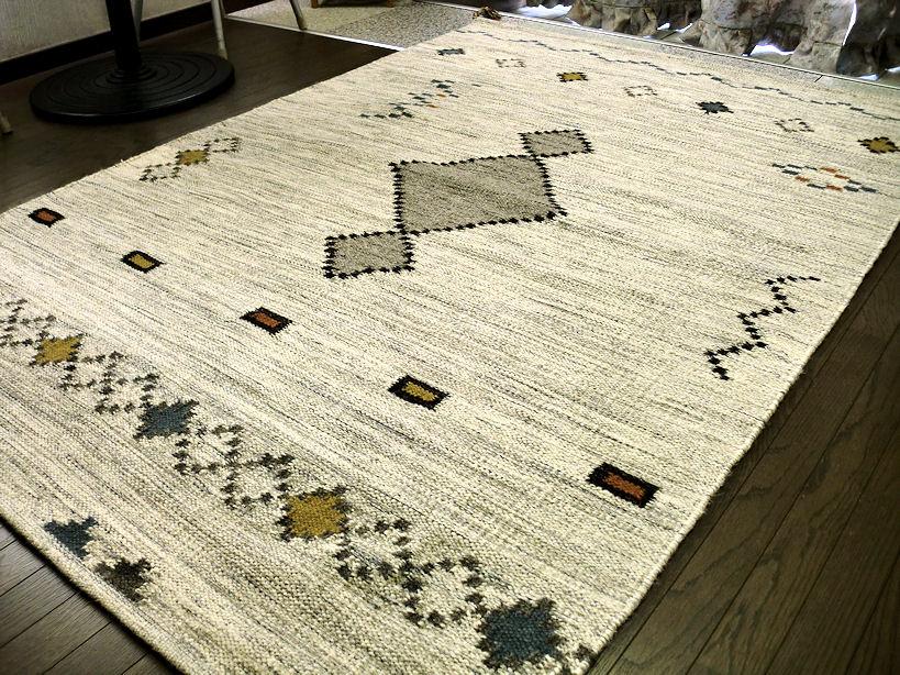トラッドなギャッベ模様 キリム 房付 ラグ 200×200 約 2畳 ラグマット 厚手 北欧 夏 カーペット 絨毯 ホワイト ブラック 白色 黒色 グレー ギャベ ギャッベ WOOL ♯2