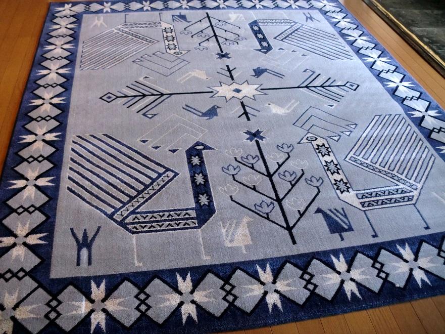 ポップなギャッベ柄 国産 ウィルトン織絨毯 200×240 約 3畳 日本 ラグマット 厚手 北欧 夏 カーペット 青紫色 グレー アイボリー ブラック ブルーバイオレット