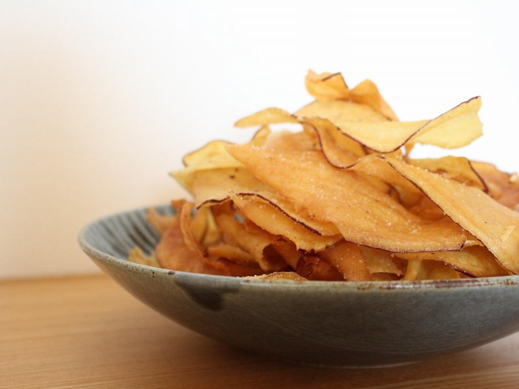 送料無料 おいもの甘味と優しい塩味が絶妙 美品 ぱりぱりさつまいもチップス 串鶴 レビューで10%オフクーポン (人気激安) いもけんぴチップス150g×3袋
