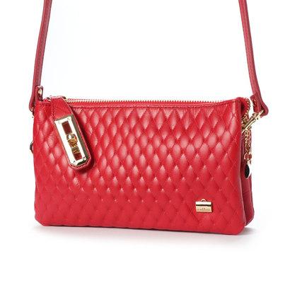 ラ バガジェリー LA BAGAGERIE キルティング型押しお財布ポシェット (RED)